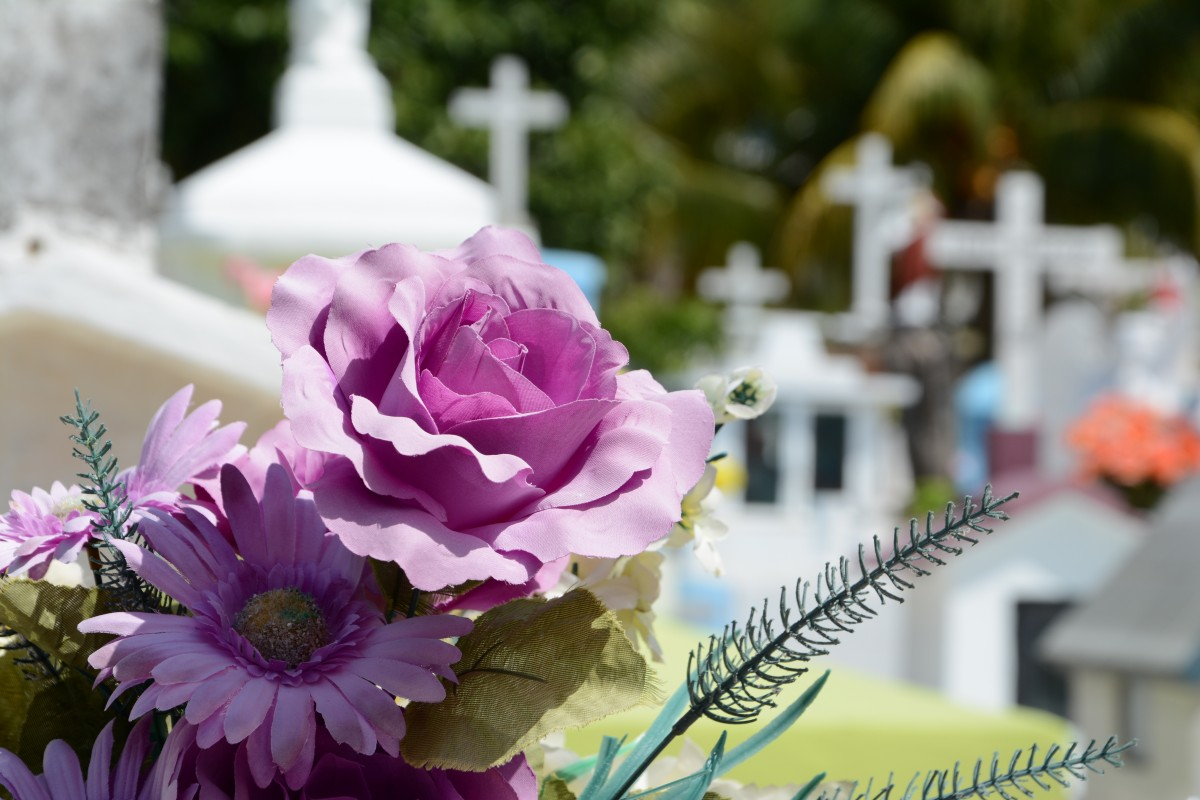 What is the meaning of Traditional Funeral Flowers?