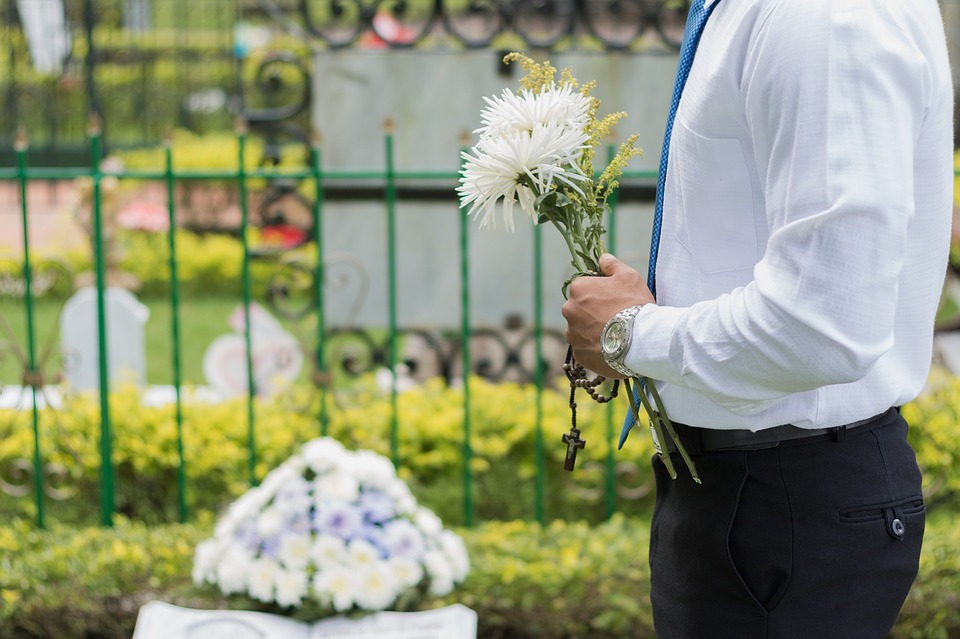 Tips to Save Money For A Funeral Cost
