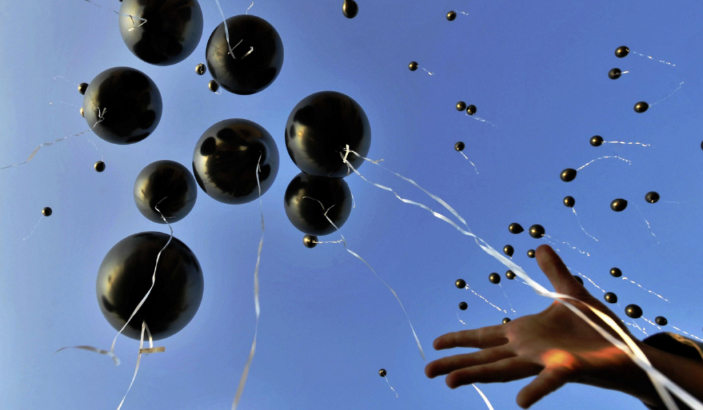 Release-Balloons-in-Funeral